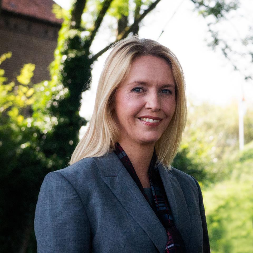 Bettina Kusters-Dols